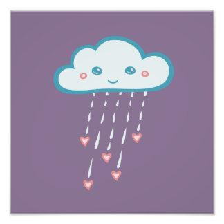 Nuvem de chuva azul feliz que chove corações impressão de foto