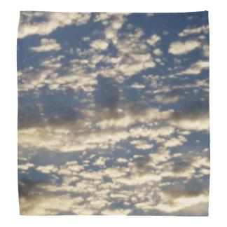 Nuvens da manhã pano para cabeça