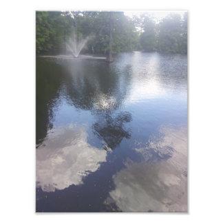 Nuvens no impressão da água & da fonte impressão de foto