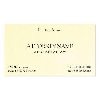 O advogado elegante limpa cartão de visita