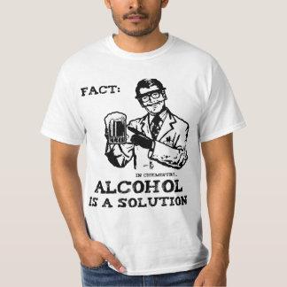 O álcool é uma solução na química retro tshirts