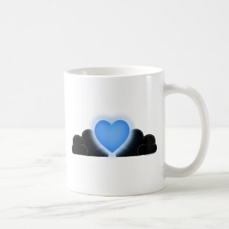 O amor é uma luz na escuridão - coração azul caneca de café