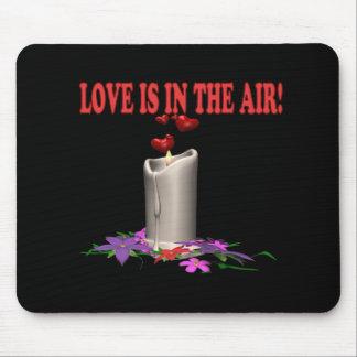 O amor está no ar mouse pad