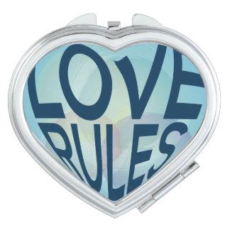 O amor ordena o azul. Tipo da forma do coração Espelhos Compactos