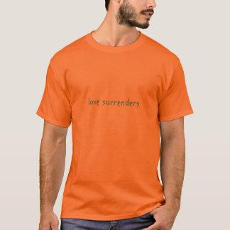 O amor rende-se (luz - o azul na laranja) camisetas