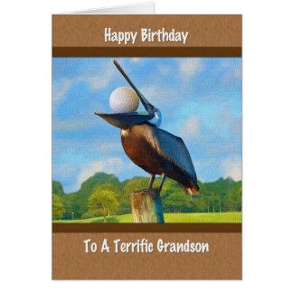 O aniversário do neto, pelicano com cartão da bola