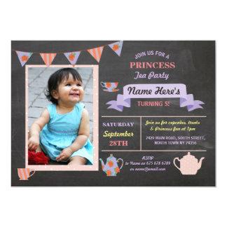 O aniversário roxo do giz da princesa tea party convite 12.7 x 17.78cm