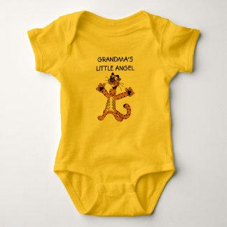 O anjo pequeno da avó camisetas