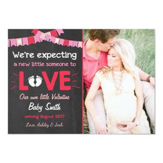 O anúncio da gravidez dos namorados revela o amor convite 12.7 x 17.78cm