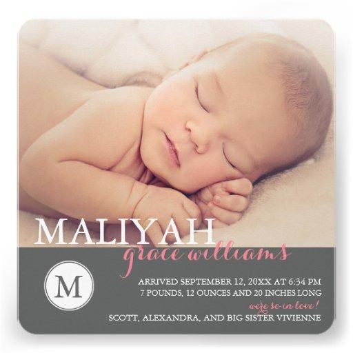 O anúncio doce do nascimento do bebé do monograma/ convite