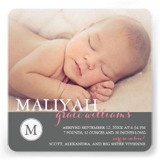 O anúncio doce do nascimento do bebé do monograma