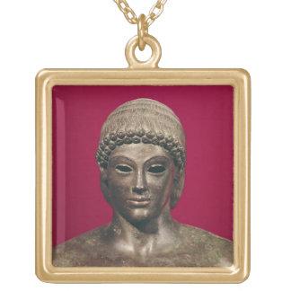O Apollo de Piombino, cabeça da estátua, encontrou Colar Com Pendente Quadrado