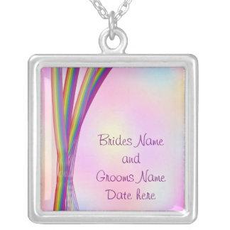 O arco-íris listra o casamento colar banhado a prata