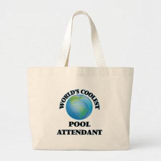 O assistente o mais fresco da piscina do mundo bolsas
