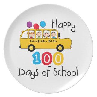 O auto escolar comemora 100 dias prato de festa