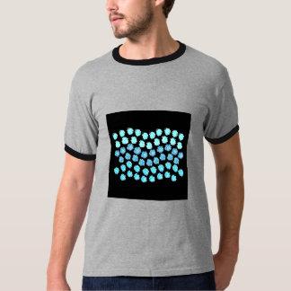 O azul acena o t-shirt da campainha dos homens