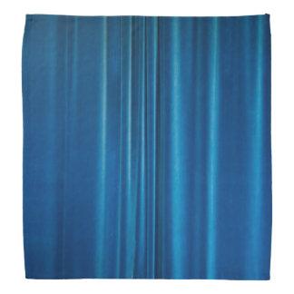 O azul drapeja bandana