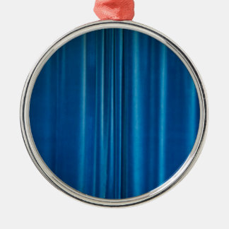 O azul drapeja ornamento redondo cor prata