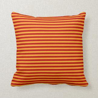 O azul e a laranja descascaram o travesseiro