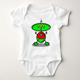 O bebê verde caçoa o t-shirt amarelo dos olhos do