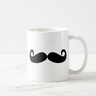 o bigode cria rapidamente caneca de café