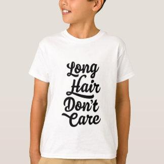 O cabelo longo não se importa o t-shirt dos miúdos