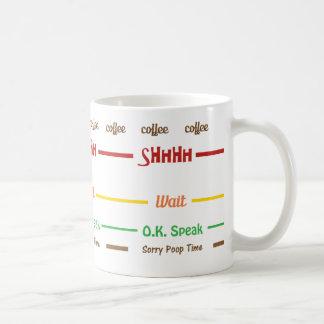 O café engraçado da manhã não fala caneca