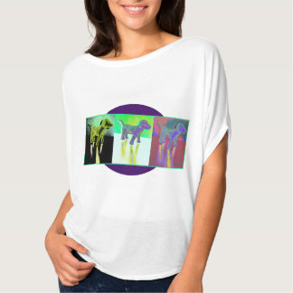 O cão do disco drapeja a camisa tshirt