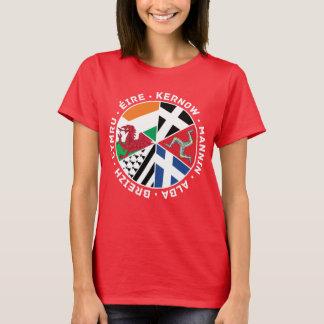 O céltico embandeira o t-shirt das mulheres dos