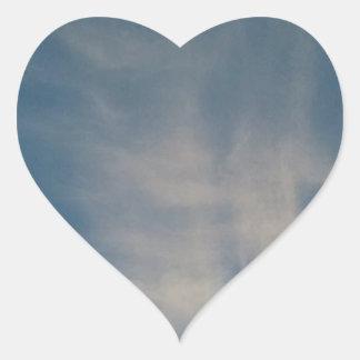 O céu azul de queda drapeja adesivo coração