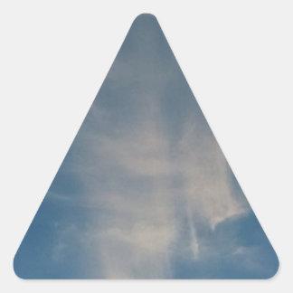 O céu azul de queda drapeja adesivo triângulo