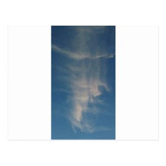 O céu azul de queda drapeja cartão postal
