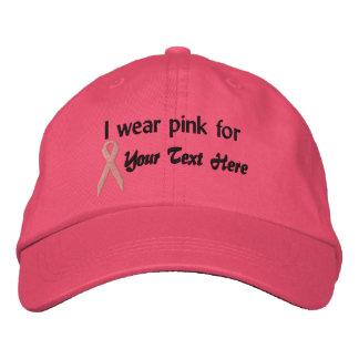 O chapéu cor-de-rosa da fita cria seu próprio boné