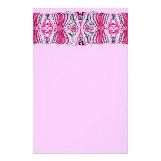 O cinza cor-de-rosa drapeja artigos de papelaria