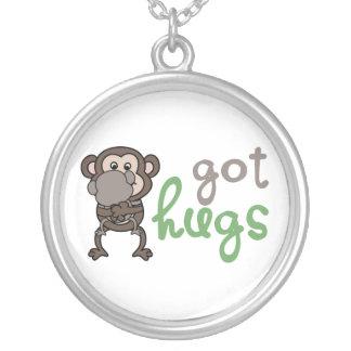 O colar obteve abraços Verde