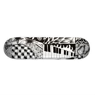 O conselho preto e branco do skate dos grafites do