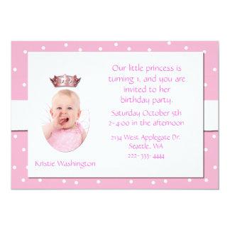 O convite de aniversário da menina cor-de-rosa e