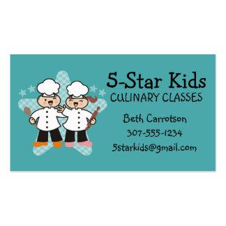 O cozinheiro chefe bonito do menino da menina cartão de visita