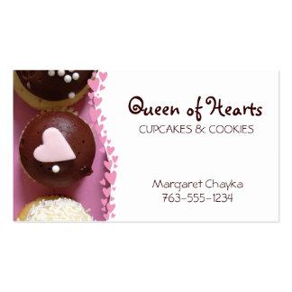 o cupcake cor-de-rosa do coração polvilha os