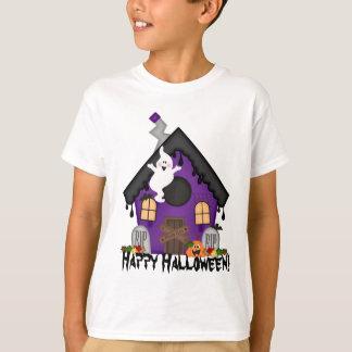 O Dia das Bruxas assombrou o t-shirt do feriado
