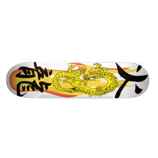 O dragão branco do fogo da chama remix skates