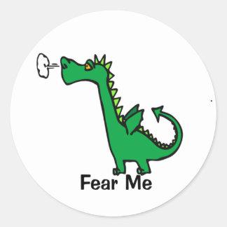 O dragão dos desenhos animados teme-me adesivo