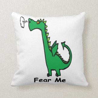 O dragão dos desenhos animados teme-me almofada