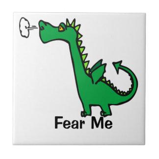 O dragão dos desenhos animados teme-me azulejo de cerâmica