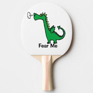 O dragão dos desenhos animados teme-me raquete de ping pong