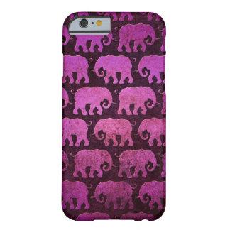 O elefante gasto mostra em silhueta o teste capa barely there para iPhone 6