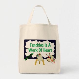 O ensino é um trabalho do coração bolsas para compras