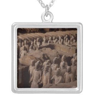 O exército do terra - guerreiros do cotta no colar banhado a prata