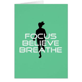 O foco acredita respira o corredor cartão comemorativo