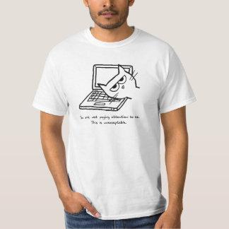 O gato irritado exige a atenção camiseta